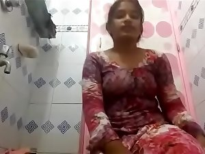 hot tamil school girl filming her nude video in bathroom