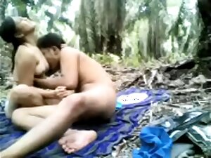 Indian Teen Hardsex With Her Boyfriend In A Jungle